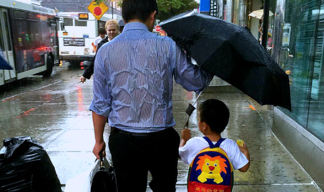 daddy drench rain holding umbrella to son viral online