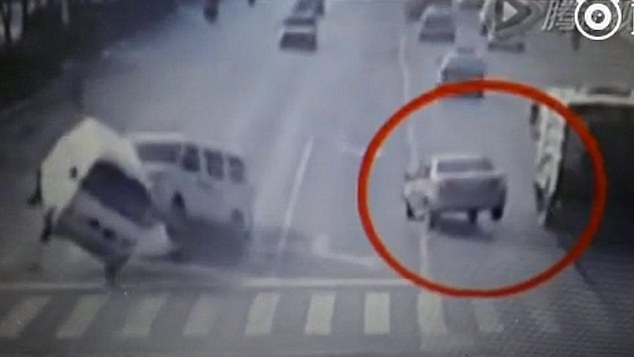 Mysterious Levitating Cars at Busy Intersection in China 2