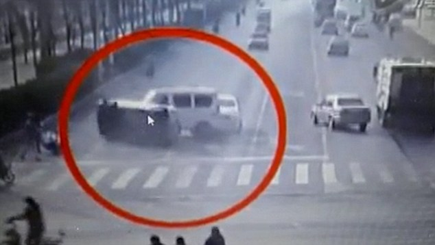Mysterious Levitating Cars at Busy Intersection in China 3