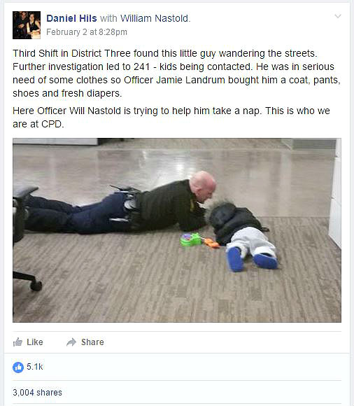 Photo of Cop Playing on the Floor with Lost Toddler Goes Viral facebook