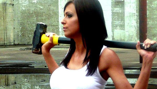 sledge hammer woman viral